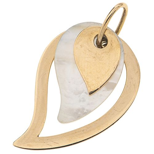 MOTHER OF PEARL PENDANT. 18K YELLOW GOLD. CACHAREL