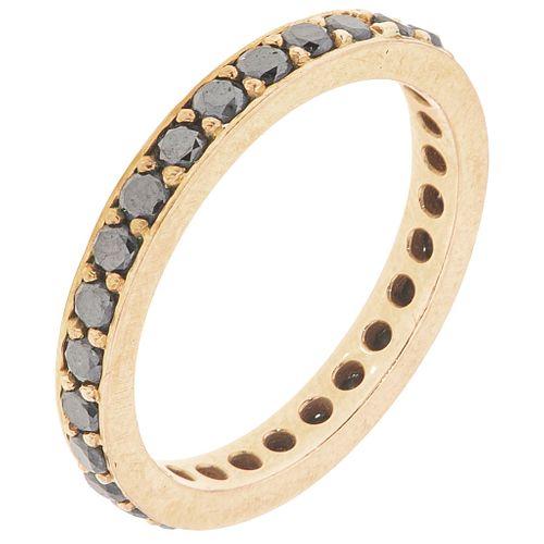 DIAMONDS AND ONYX ETERNITY RING. 14K YELLOW GOLD