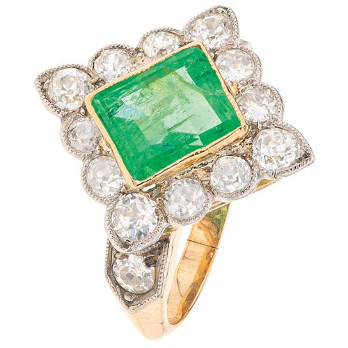 EMERALD AND DIAMONDS RING. 18K YELLOW AND WHITE GOLD