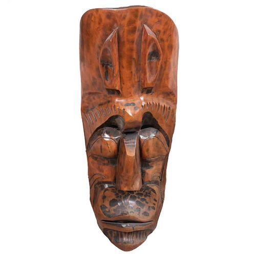 Máscara. Siglo XX. En talla de madera. 119 x 47 cm