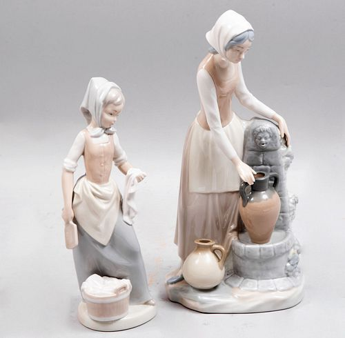 Lote de 2 figuras decorativas. España. Ca 1980. Elaboradas en porcelana, una Nao por Lladró. Acabado brillante.