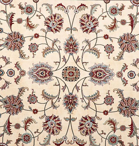 Tapete. Persia. SXXI. En fibras de lana ensedada y algodón. Decorado con elementos vegetales, florales y orgánicos. 348 x 249 cm