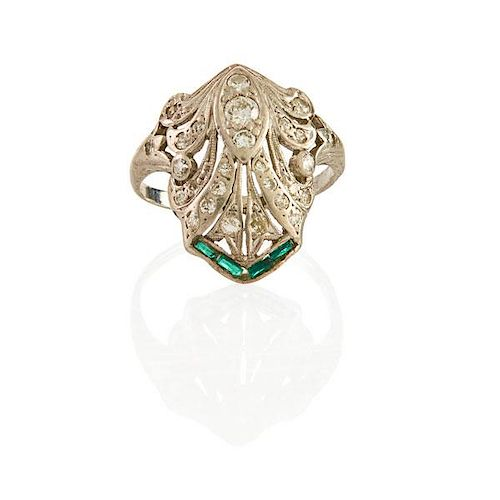 EARLY ART DECO DIAMOND AND EMERALD PLATINUM RING