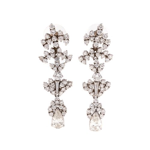 A Pair of Stunning Diamond Dangle Earrings in 14K