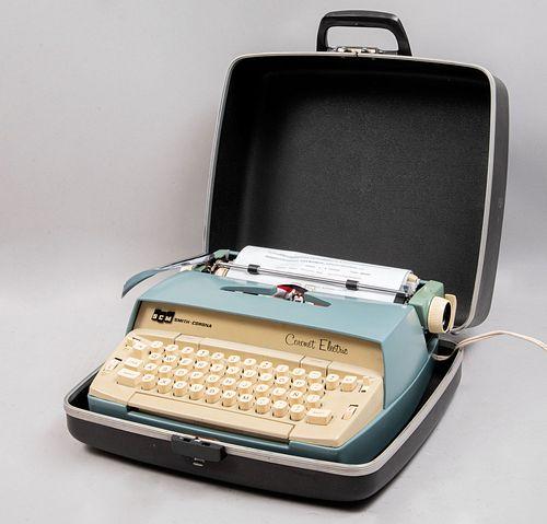 Máquina de escribir portátil. Estados Unidos, siglo XX. Marca Smith-Corona. Coronet Electric. Mecanismo manual. Con estuche.