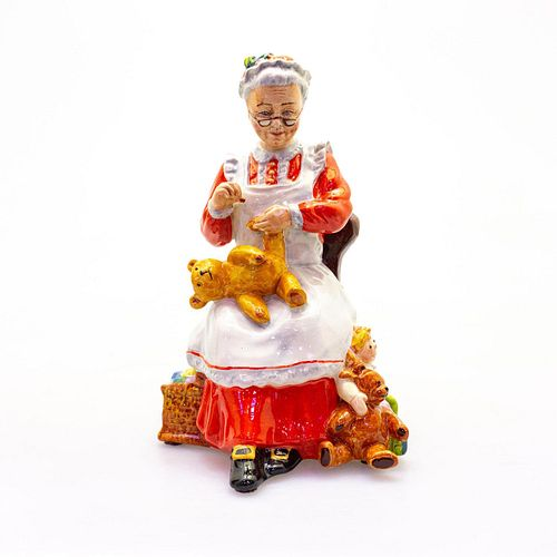 Pascoe Figurine, Mrs. Claus PC1