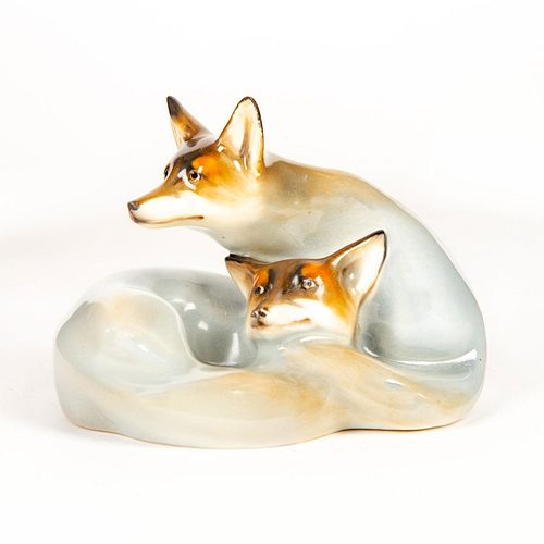 Royal Doulton Figurine, Foxes Curled HN117