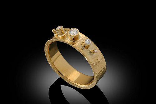 Dramatic F, VS Diamond Ring