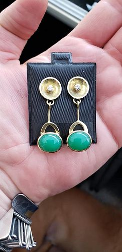 Crysoprase and F, VS Diamond Earrings