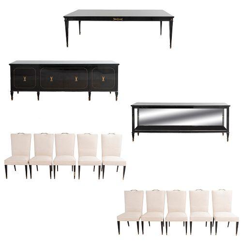 Comedor. Siglo XX. En talla de madera ebonizada. Consta de: Mesa, 10 sillas y 2 trinchadores. 88 x 250 x 52 cm (mayor)