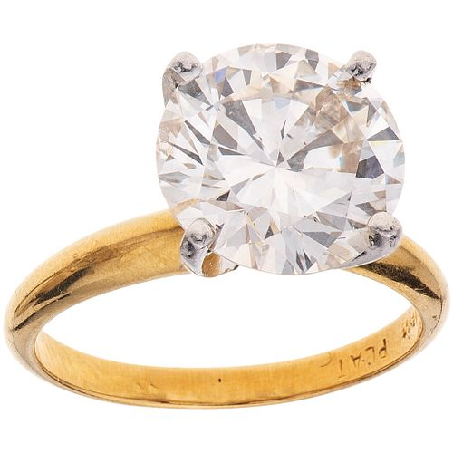 SOLITAIRE DIAMOND RING. 18K YELLOW GOLD AND PLATINUM