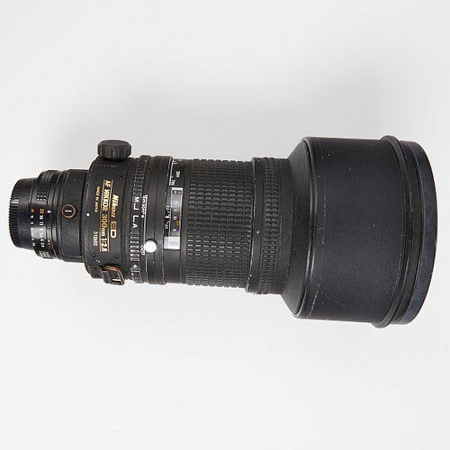 Nikon ED AF Nikkor 300mm 1:2.8 Camera Lens w/ Hood