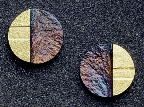 Small round earrings, patina