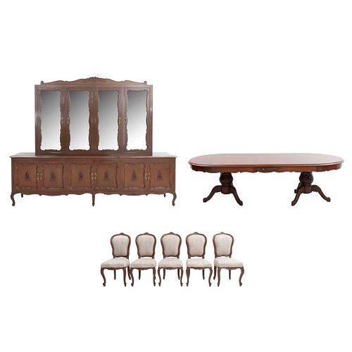 Comedor. Siglo XX. Estilo provenzal. En madera de cedro y triplay. Consta de: Mesa, 10 sillas y vitrina trinchador. 220 x 280 x 50 cm