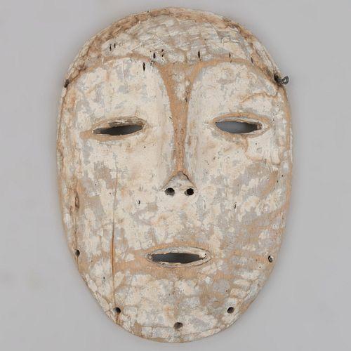 Máscara Fang. Gabón. Ca 1970. Elaborada en madera. 33 x 22 cm