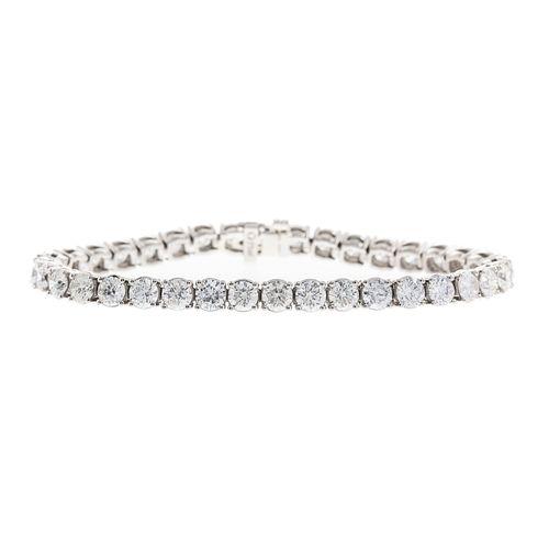 An Impressive 12.91 ctw Diamond Tennis Bracelet