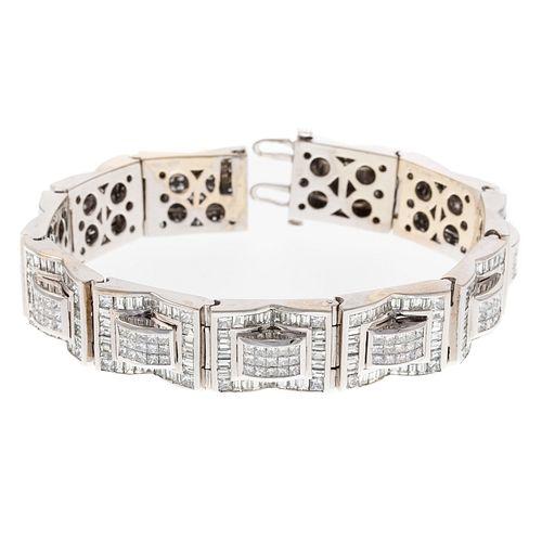 A 23.00 ctw Diamond Wide Link Bracelet in 14K