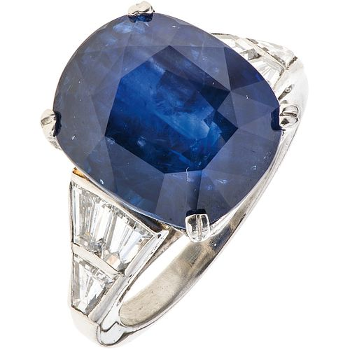 RING WITH SAPPHIRE GIA CERTIFICATE AND DIAMONDS. PLATINUM