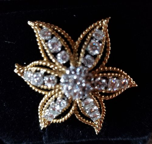 Excellent quality diamond star pin in 18k gold rope motif setting