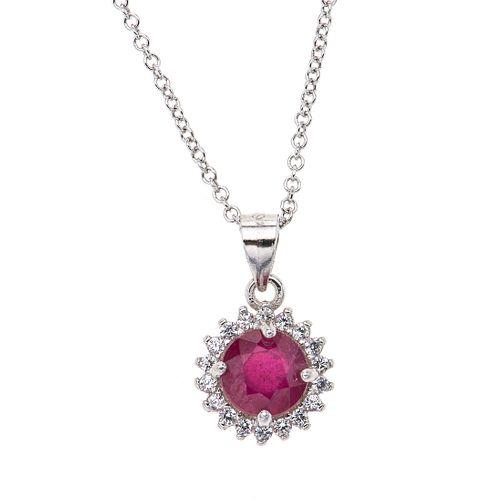 Collar y pendiente con rubí y circonias en plata .925. 1 rubí corte redondo 0.75 ct. Peso: 2.6 g.