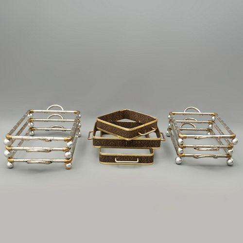 Lote de 9 portarefractarios. Siglo XX. Diferentes diseños. Elaborados en metal plateado y dorado. Algunos con aplicaciones de mimbre.