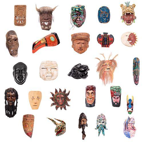 Lote de 26 máscaras. México, América del Norte, Haití, Costa Rica, África e Italia. Siglo XX. Diseños antropomorfos y zoomorfos.