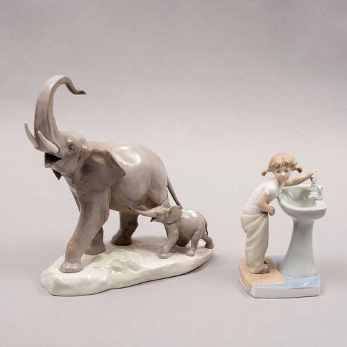 Lote de 2 figuras decorativas. España. Siglo XX. Elaboradas en porcelana Lladró. Consta de: elefante y niña.