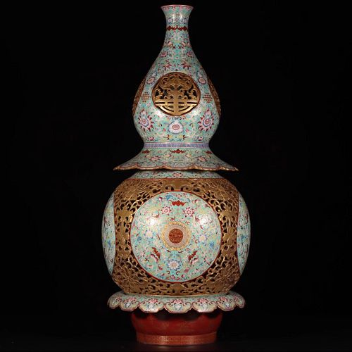A Chinese Enamel Gilt-Inlaid Interlocking Lotus Floral Porcelain Reticulated Revolving  Gourd-Shaped Vase