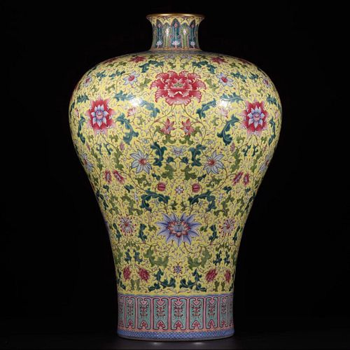 A Chinese Yellow-Ground Famille Rose Interlocking Lotus Floral Porcelain Meiping