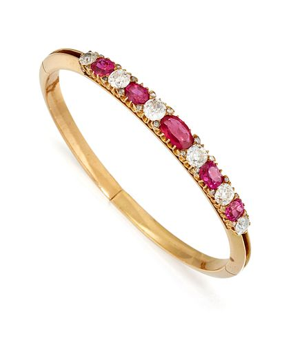 AN 18 CARAT GOLD CERTIFIED BURMESE RUBY AND DIAMOND BANGLE,