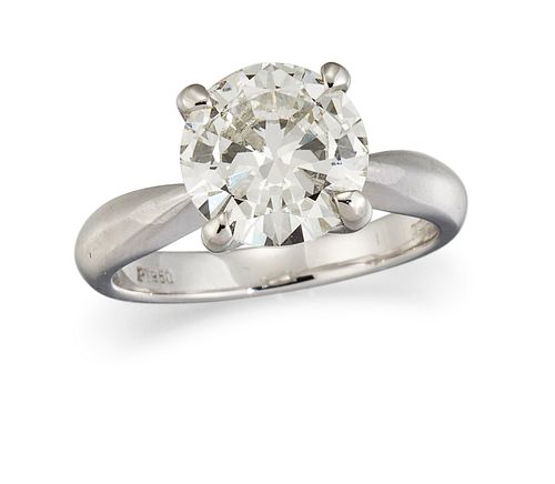 A PLATINUM DIAMOND SOLITAIRE RING, the round brilliant cut