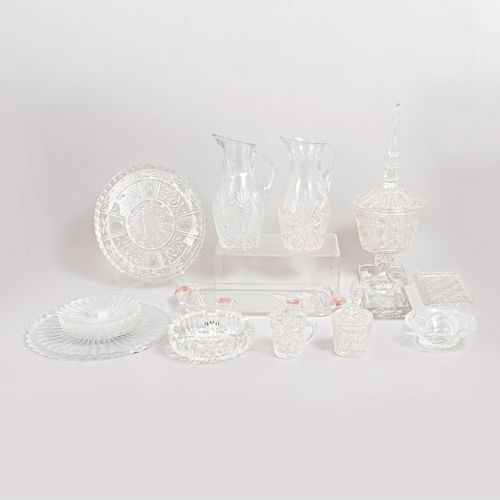 Lote de 15 piezas. Siglo XX. Diferentes diseños. Elaborados en cristal cortado y vidrio prensado.