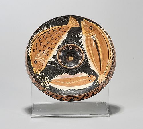Apulian Painted Fish Plate with a Flatfish and Two Larger Fish