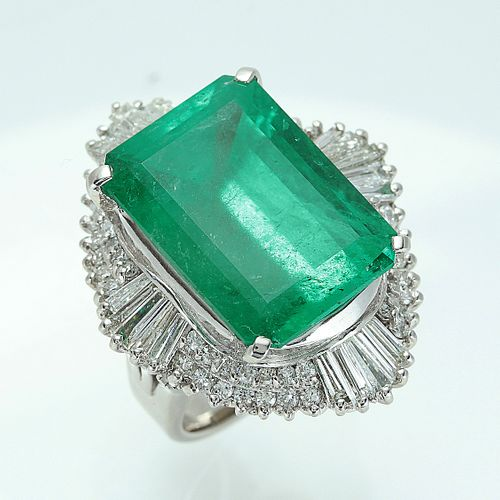 AN EMERALD WITH DIAMOND RING
