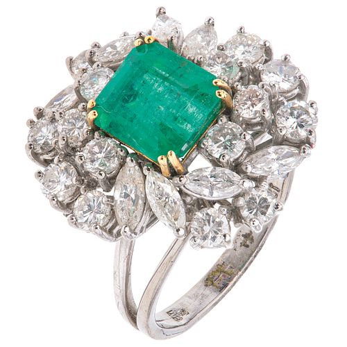 18K WHITE GOLD RING WITH EMERALD AND DIAMONDS, Yellow facets, Weight: 7.2 g, Size: 6
