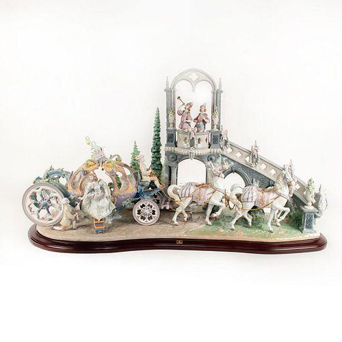 Cinderella's Arrival 01001785 LTD - Lladro Porcelain Figure