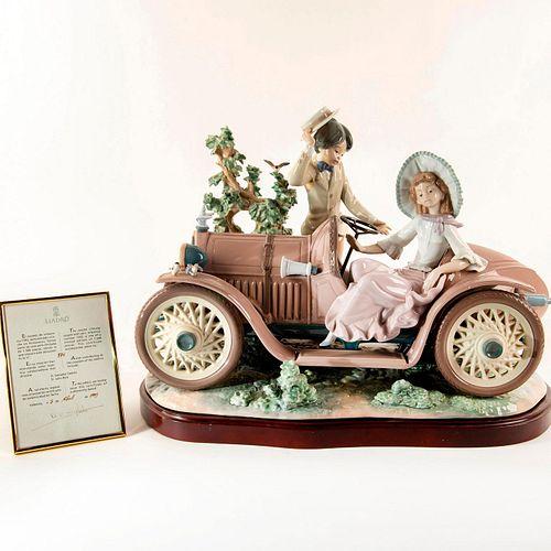 First Date 01001393 LTD - Lladro Porcelain Figure