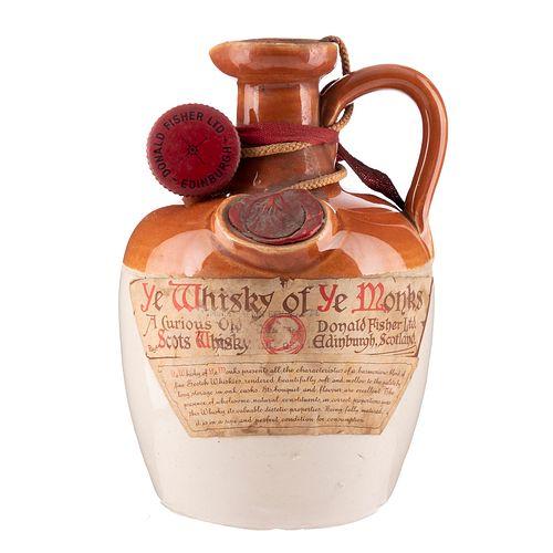Ye Monks. 12 años. Blended. Scotch whisky. Licorera de ceramica con tapón. En presentación de 750 ml.