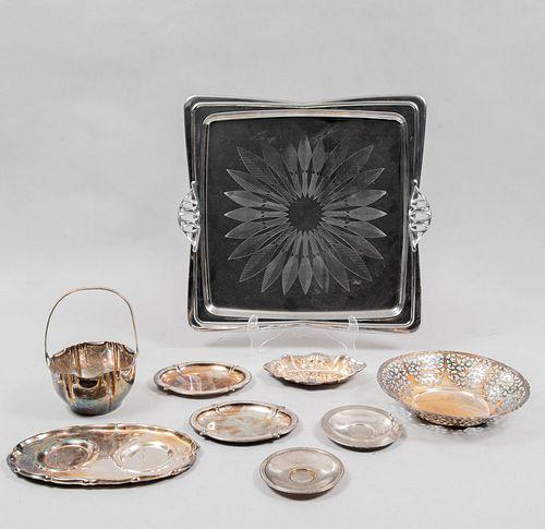 Lote de 9 piezas. México. Siglo XX. Diferentes diseños. Elaboradas metal plateado. Consta de: centro de mesa, canasta, otros.