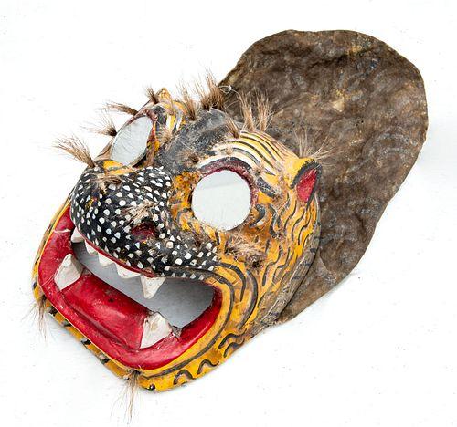 Máscara de Tecuán. Guerrero, México. SXX. Elaborada en madera policromada. Con ojos de espejo, aplicaciones de tela y pelo natural.