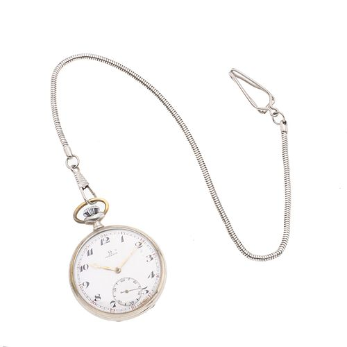 Reloj Omega de bolsillo. Movimiento manual. Caja circular en acero de 43 mm. Carátula color blanco con índices de números aráb...