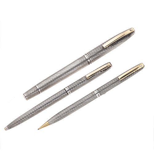 Pluma fuente, bolígrafo y lapicero de la marca Sheaffer en  plata .925. Punto en oro amarillo de 14k. Clip en acero dorado. .<...