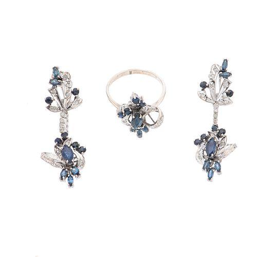 Anillo y par de aretes vintage con zafiros y diamantes en plata paladio. 32 zafiros corte marquís y redondo. 29 diamantes corte...