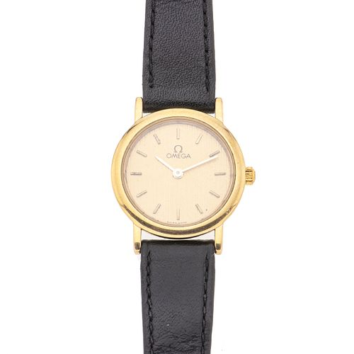 Reloj Omega de Ville. Movimiento de cuarzo. Caja circular en acero dorado de 22 mm. Carátula color amarillo con índices de bar...