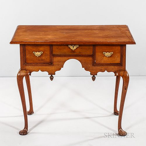 Queen Anne Mahogany Dressing Table,America, 18th century