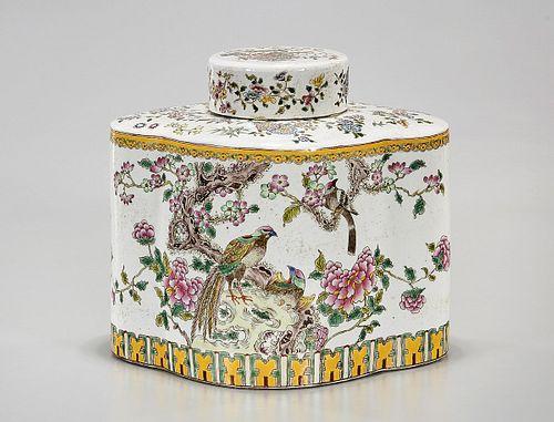 Chinese Enameled Porcelain Quatrefoil Covered Vase