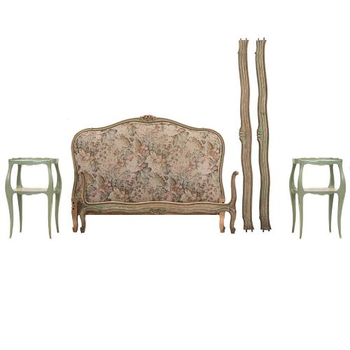 Recámara. Siglo XX. Elaborada en madera. Consta de:  Cama matrimonial. Con cabecera, piecera y 2 largueros. Par de mesas de noche.