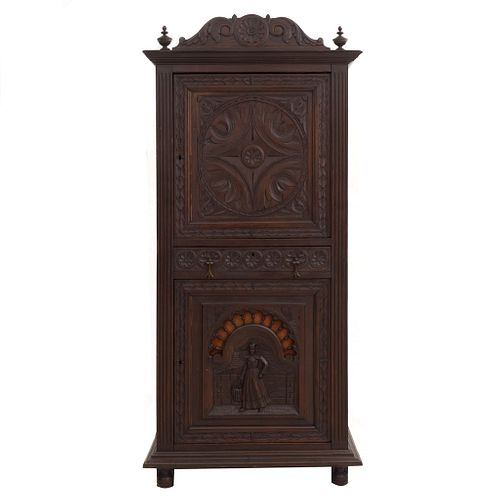 Armario.  Francia.  Siglo XX.  Estilo Bretón.  Elaborado en madera tallada de roble.  Con 2 puertas abatibles.