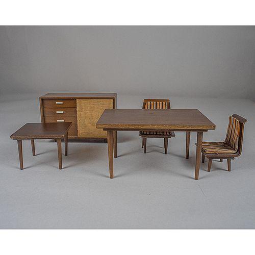 Mattel International Japan. Set de muebles de juguete en madera / Set of 5 wood furniture toys