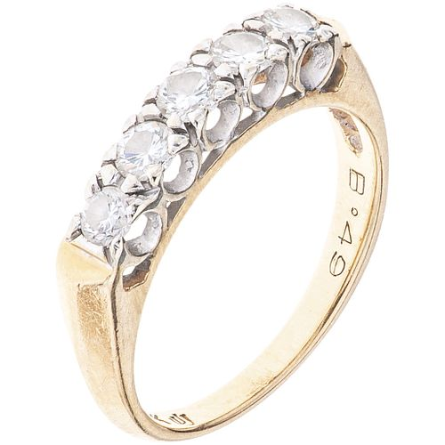 RING WITH DIAMONDS IN 14K WHITE GOLD with 5 brilliant cut diamonds ~0.49 ct. Weight: 2.8 g. Size: 6